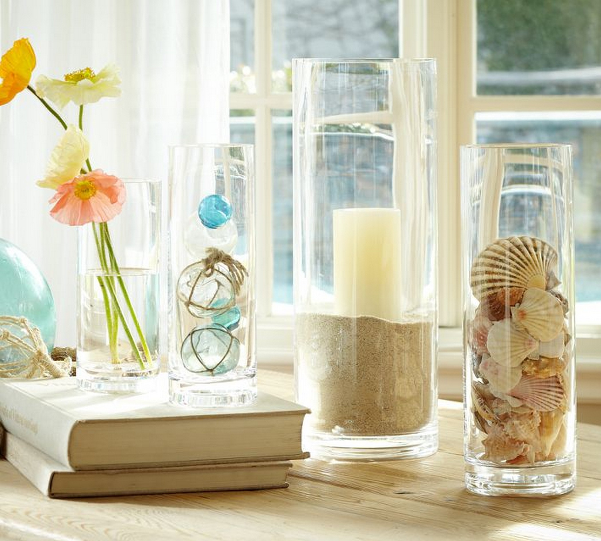 summer decoration ideas with glass vase fillers and white curtains - Декор ваз своими руками: 7 свежих идей