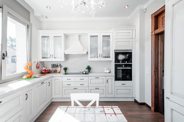 e1596c65e536dfbfdf7af682fb7b0ac7 - Интерьер кухни в белом цвете