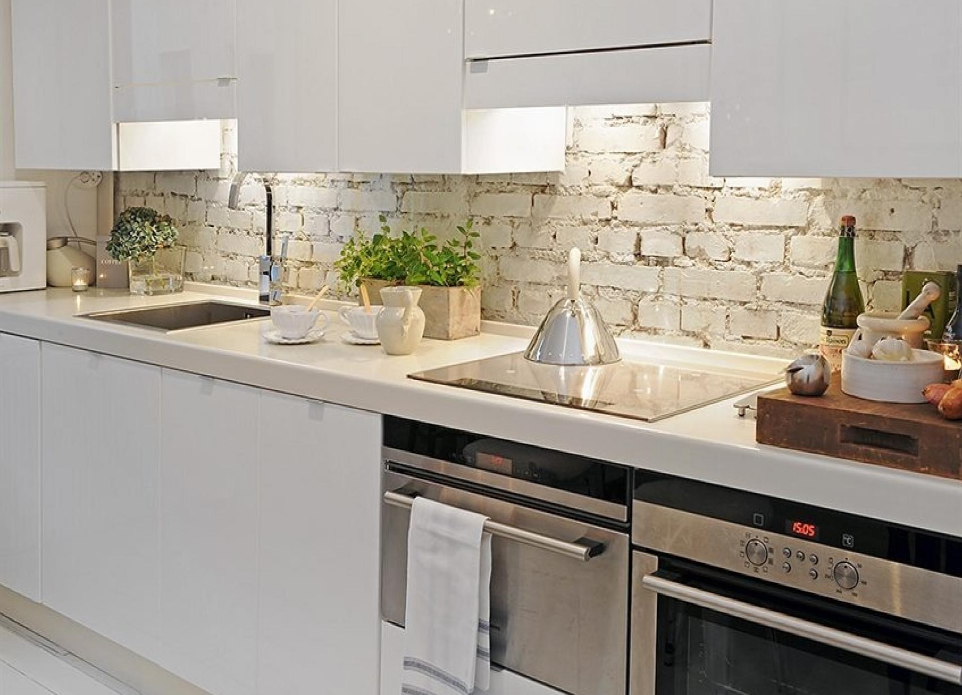 fartuk kuhni v stile loft kirpich - Интерьер кухни в белом цвете