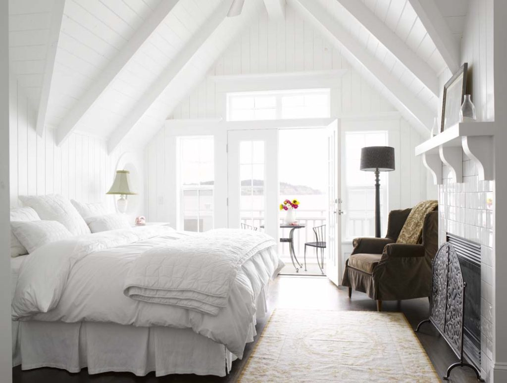 white bedroom inspirations sprinkle different colors 1024x774 - Интерьер спальни в белых тонах