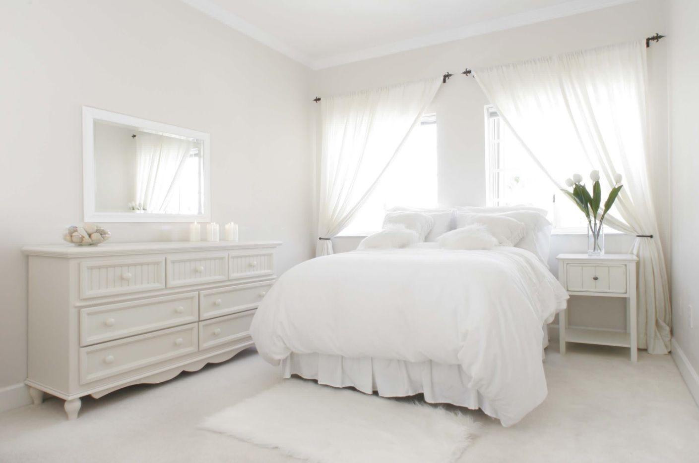 white bed set 001 - Интерьер спальни в белых тонах