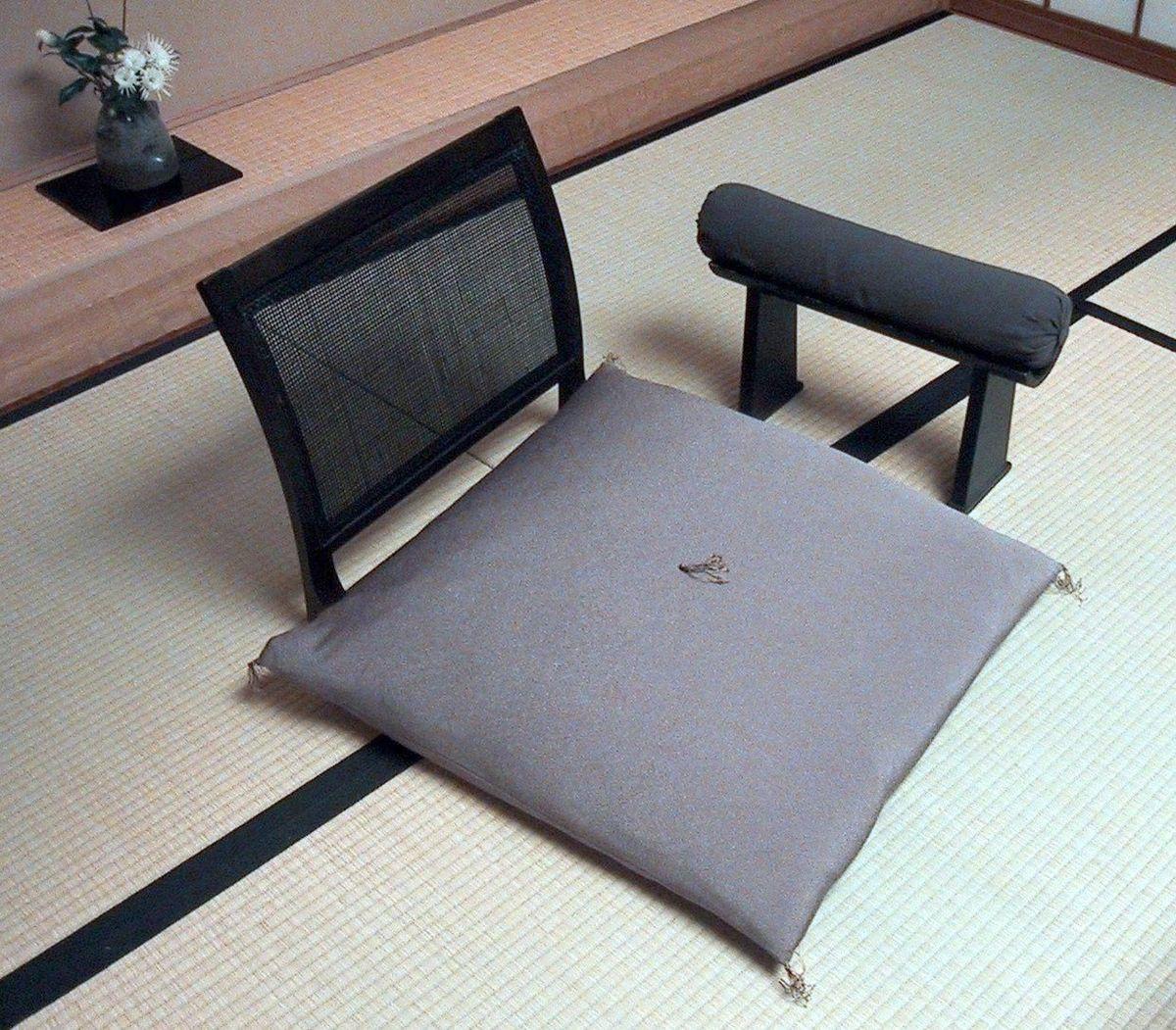 1200px japanese chair and armrest - Интерьер дома в японском стиле