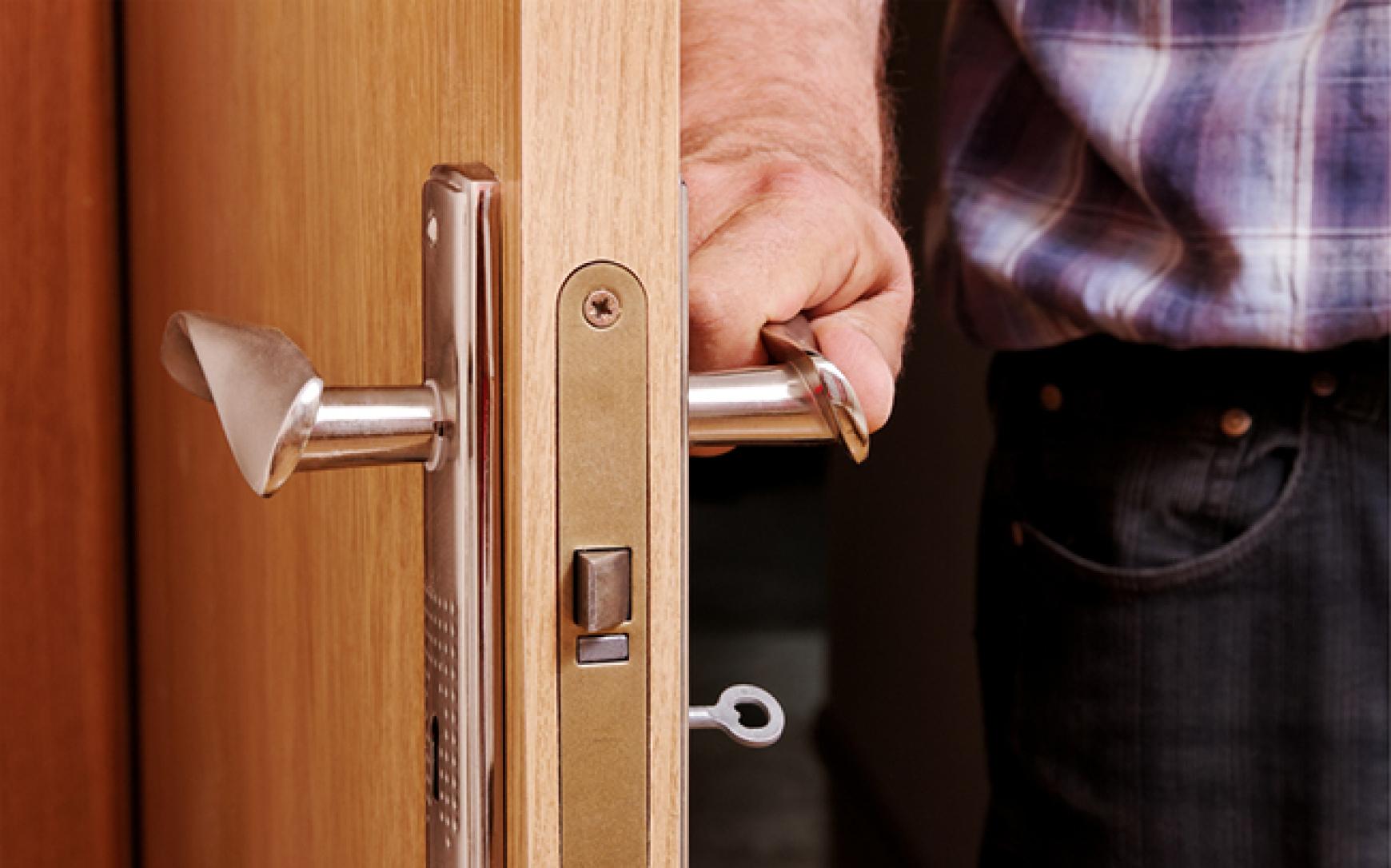 chto delat esli dver ne otkryvaetsya - Ремонт дверей своими руками
