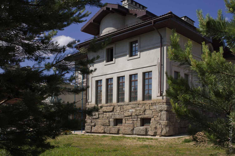 slidephoto01 - Фасадный декор своими руками