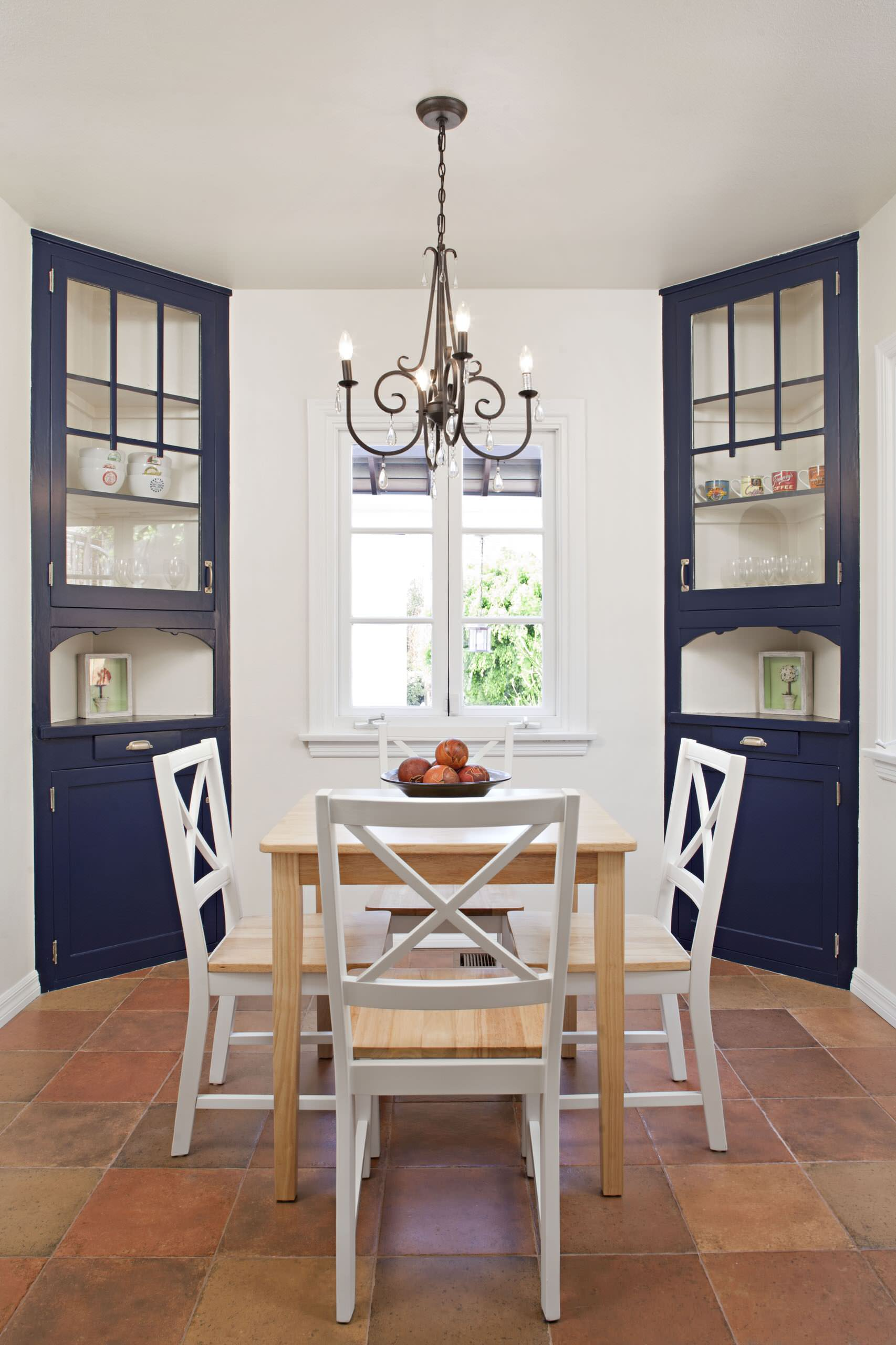 corner in the dining room in a beautiful performance photo 04 - Идеи и советы для вашего ремонта